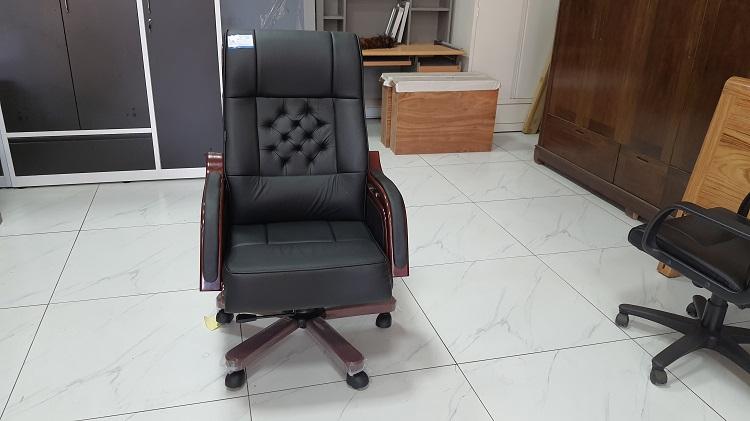 thực tế ghế tq09 màu đen da thật tại showroom nội thất hòa phát