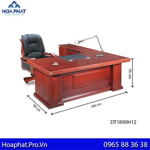 kích thước tiêu chuẩn chiều sâu bàn giám đốc hòa phát là 900 mm