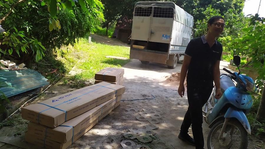 xe chở 4 tủ locker hòa phát 9 ngan tu983-3k đến kcn lương sơn hòa sơn