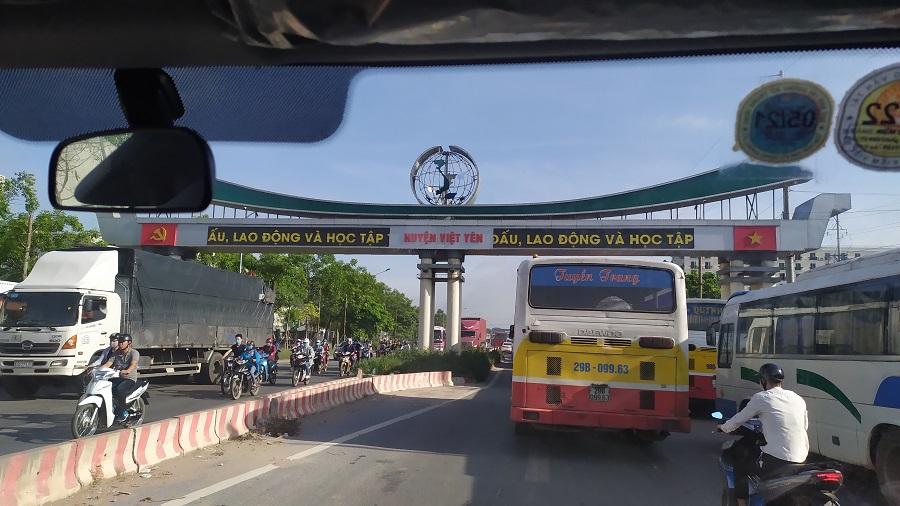 cổng chào huyện việt yên bích động
